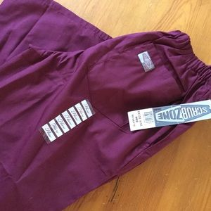 SCRUB ZONE Scrub Pants Wine Size Medium *NWT*